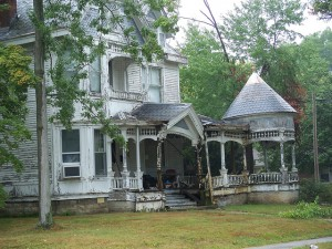 WHAT TO CONSIDER WHEN BUYING A FIXER-UPPER